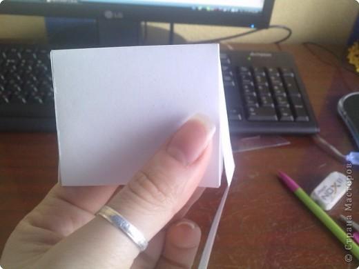нужно: 2 ватмана форматом А1, офисная белая и розовая бумага, клей ПВА и карандаш, ножницы, циркуль. фото 8
