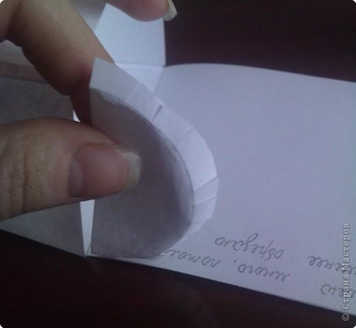 нужно: 2 ватмана форматом А1, офисная белая и розовая бумага, клей ПВА и карандаш, ножницы, циркуль. фото 10