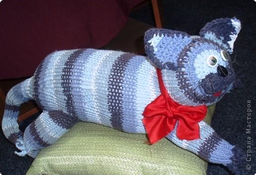 Кот сшит из старого свитера