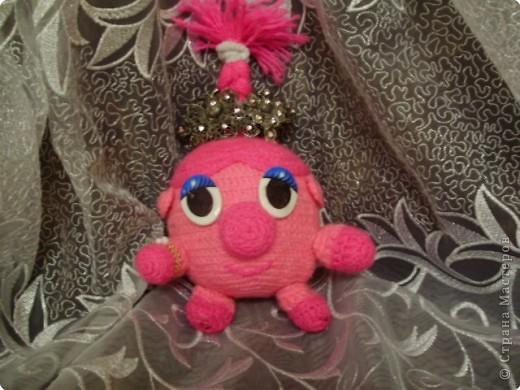 Вот такую вот игрушку- Смешарика Нюшу- я сделала в подарок своей сестренке. Она была очень рада)))) Надеюсь и Вам она понравиться)))) фото 1