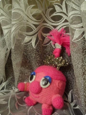 Вот такую вот игрушку- Смешарика Нюшу- я сделала в подарок своей сестренке. Она была очень рада)))) Надеюсь и Вам она понравиться)))) фото 2