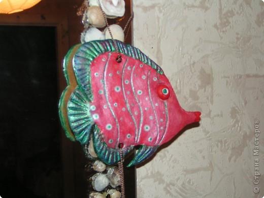 Первая совместная лепка с сыном из солёного теста-) Ему очень понравилось-) Верхнюю рыбеху мы делали вместе. А две нижних рыбы - личный его проект, с выбранной цветовой гаммой и самостоятельной лепкой-)) фото 2