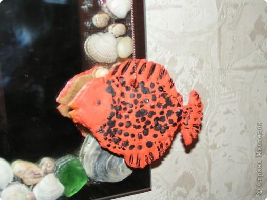 Первая совместная лепка с сыном из солёного теста-) Ему очень понравилось-) Верхнюю рыбеху мы делали вместе. А две нижних рыбы - личный его проект, с выбранной цветовой гаммой и самостоятельной лепкой-)) фото 4