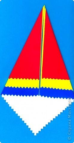 Дети выбирают  три цвета по собственному желанию.  Прямоугольные листы желательно заранее обрезать так,чтобы из них получались квадраты нужной ширины.  У нас стороны квадрата приблизительно 13,5; 15 и 16,5 см фото 3