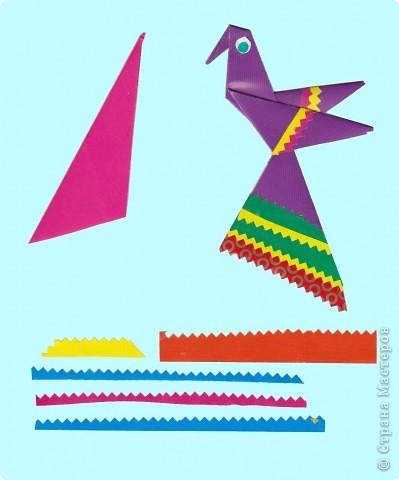 Дети выбирают  три цвета по собственному желанию.  Прямоугольные листы желательно заранее обрезать так,чтобы из них получались квадраты нужной ширины.  У нас стороны квадрата приблизительно 13,5; 15 и 16,5 см фото 9
