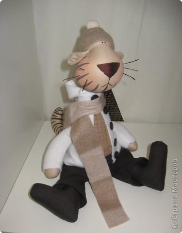 Небольшие зарисовки с выставки. Миниатюрные мишки Ирины Гараниной. Размером они от 8 см и ниже. И всё у них, как у больших плюшевых мишек - глазки стеклянные, ручки-ножки крутятся. фото 3