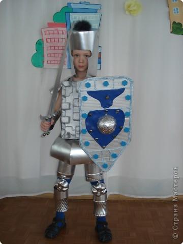 Щит рыцаря из картона