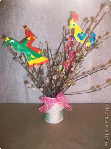 Дети выбирают  три цвета по собственному желанию.  Прямоугольные листы желательно заранее обрезать так,чтобы из них получались квадраты нужной ширины.  У нас стороны квадрата приблизительно 13,5; 15 и 16,5 см фото 12