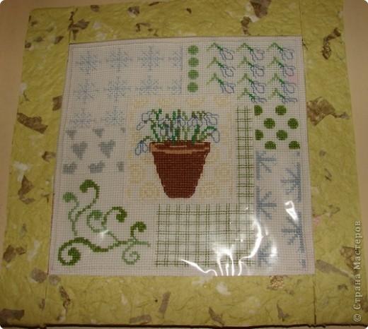 Недавно купила один из журналов по вышивке крестом, и мне очень понравились подснежники. От них  веет весной: с ее запоздалым снегом, с первой зеленью, с набухшими почками, с романтикой и нежным весенним солнышком. фото 1