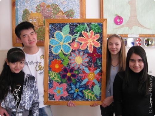 8 класс: каждая девушка выполнила стилизованный цветок в технике торцевание. фото 3