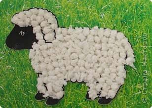 На эту овечку мы наклеили пенопластовые шарики. фото 2