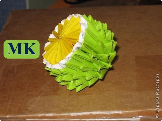 Для того, чтобы сделать такой лимон, нам понадобится следующее: 16 жёлтых треугольников, 16 белых и 64 зелёных. Ну и естественно, желание. фото 1