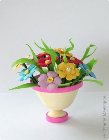 Квиллинг: Миниатюрная вазочка с цветами. фото 8