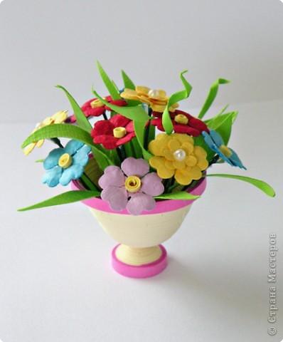 Квиллинг: Миниатюрная вазочка с цветами. фото 1