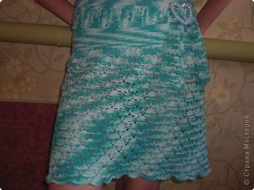 Вот такое веселенькое платьице есть у моей дочери. Рисунок получился за счет окраски нити. Предсказать невозможно. Получилось и цветное, и кружевное. фото 3