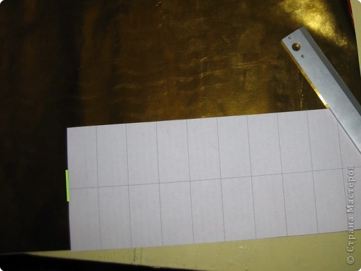 Сегодня я покажу вам как собрать золотого лебедя из самоклеющейся плёнки. Для сборки этого лебедя мне потребовалось 1,5 метра золотой самоклеющейся плёнки и 0,5 метра чёрной. Ширина каждого листа самоклейки 0,5 метра. Самоклейку можно найти в крупных строительных магазинах или на рынке в ларьке со строительными принадлежностями. фото 5