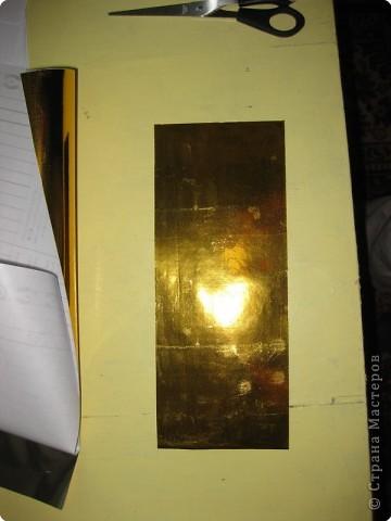 Сегодня я покажу вам как собрать золотого лебедя из самоклеющейся плёнки. Для сборки этого лебедя мне потребовалось 1,5 метра золотой самоклеющейся плёнки и 0,5 метра чёрной. Ширина каждого листа самоклейки 0,5 метра. Самоклейку можно найти в крупных строительных магазинах или на рынке в ларьке со строительными принадлежностями. фото 12