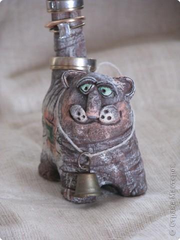 Подставка для колец в форме кошки умножит ваше богатство.Кошка - символ богатства и счастья. На шее у нее небольшой колокольчик, звон которого позовет в ваш дом денежный успех.  фото 5