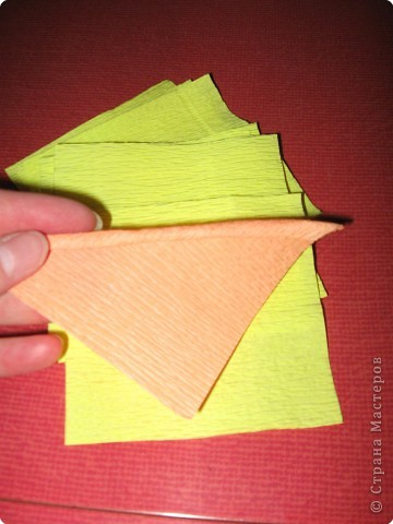 Так выглядит готовая работа из ткани. Я проведу МК, используя гофрированную бумагу. Такой вариант исполнения можно применять в работе с детьми для создания декоративных панно (цветы, рыбки, птички, целые картины,...) фото 4