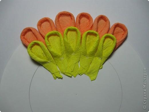 Так выглядит готовая работа из ткани. Я проведу МК, используя гофрированную бумагу. Такой вариант исполнения можно применять в работе с детьми для создания декоративных панно (цветы, рыбки, птички, целые картины,...) фото 12