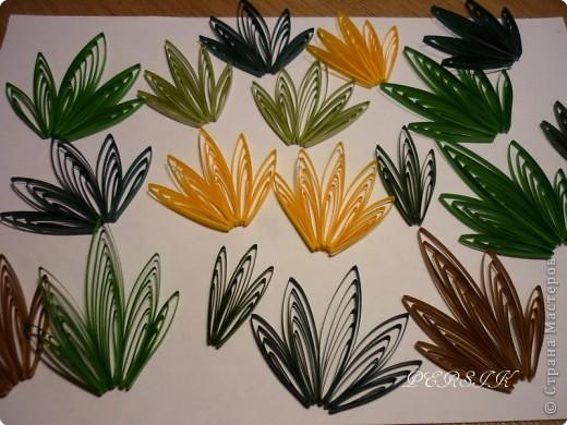 Ещё одна кропатливая работа (очень много мелких деталей), я отнесла бы её к семейству болотных цветов. Вся работа из полосок 0,3. фото 6