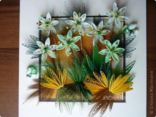Ещё одна кропатливая работа (очень много мелких деталей), я отнесла бы её к семейству болотных цветов. Вся работа из полосок 0,3. фото 1