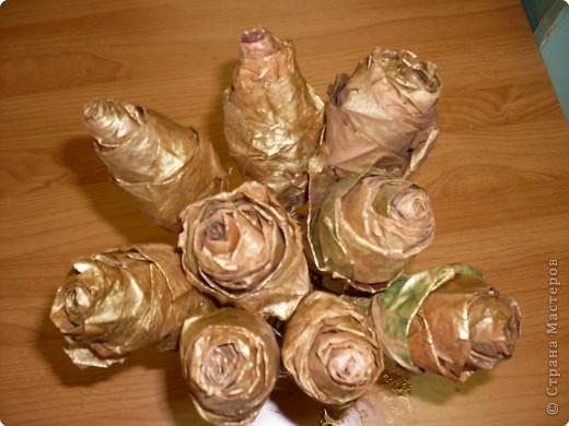 изготовленные из кленовых листьев и покрашены золотой аэрозольной краской фото 1