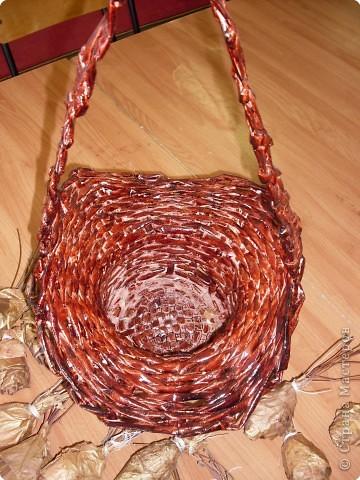 Плетение кашпо из газет + розы из кленовых листьев фото 2
