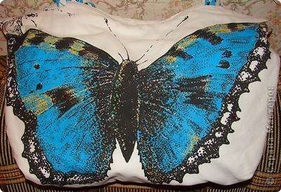 Сумку сшила пару лет назад из бязи, бабочка с двух сторон, с лицевой стороны украшенна стразами, несколько уже потерялись. фото 1