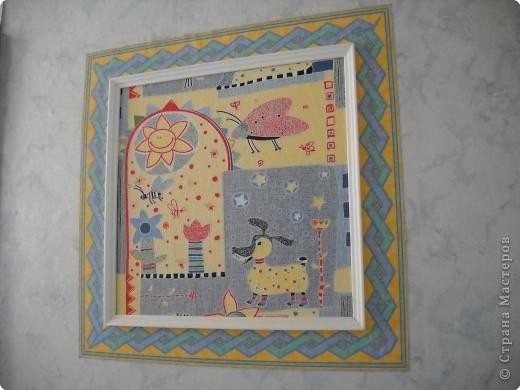 """Оформление спальни в группе """"Звездочки"""" Звезды вырезаны из потолочных плиток, картина- фотообои, рамка картины- потолочный плинтус. фото 5"""