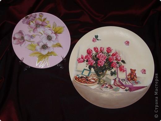 Керамическая тарелочка на подставке и железный поднос. фото 1