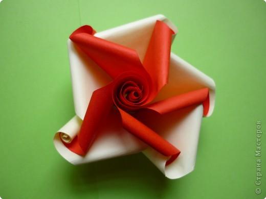 Цветочек сделан мною из 5-ти красных и 5-ти светлых треугольников без клея.