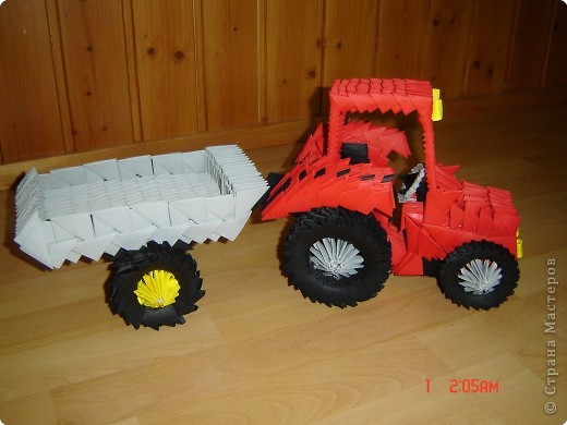 трактор с прицепом Бумага