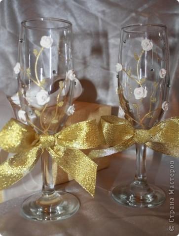 И снова бокалы! Очень понравились золотые бантики! Как только их приклеила, появилась роскошь золота! фото 1