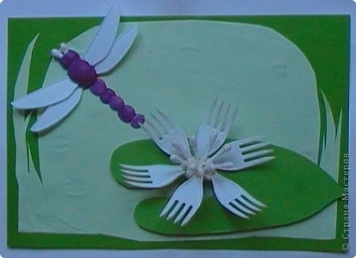 """Работа Елены Базаровой """"Подснежники"""" ( http://stranamasterov.ru/node/54446 ) натолкнула меня на идеи творения из пластиковой одноразовой посуды. Вот что у нас с сыночком получилось. Эту картинку мы назвали """"Божья коровка, лети на небо..."""" Очень хотелось сделать летящего жучка.   фото 4"""