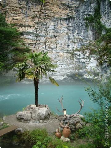 Голубое озеро. площадь этого озера чуть больше 100 кв.м., зато глубина около 76 метров. Потрясающе красивое место. фото 1