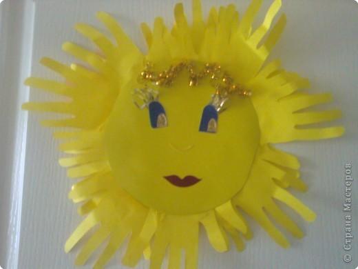 Спасибо за идею создания солнышка из ладошек. Я с детками воспользовалась :)) И вот, что у нас получилось: