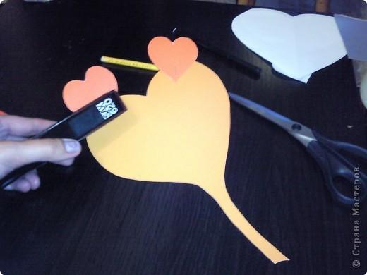 Вот такого забавного слоника можно сделать из простых сердечек. А детки весьма охотно участвуют в процессе его изготовления. фото 7