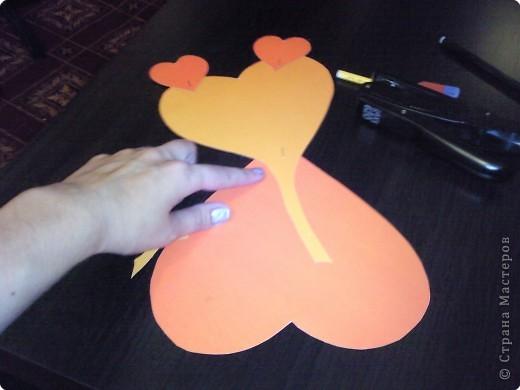 Вот такого забавного слоника можно сделать из простых сердечек. А детки весьма охотно участвуют в процессе его изготовления. фото 9