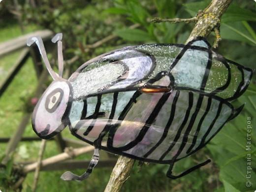 Мы благодарны всем мастерицам, которые привнесли в Страну идею поделок-бабочек  из пластиковых бутылок. Вот это наша живность :-). Это черепашка. фото 4