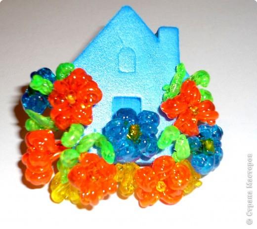 Цветы из пластиковых зубочисток для примера прикрепила к домику (размер домика примерно как полтора спичечных коробка). фото 1