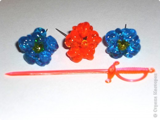 Цветы из пластиковых зубочисток для примера прикрепила к домику (размер домика примерно как полтора спичечных коробка). фото 11