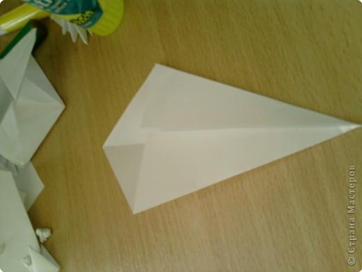 Квадрат сгибаем по полам.  фото 2