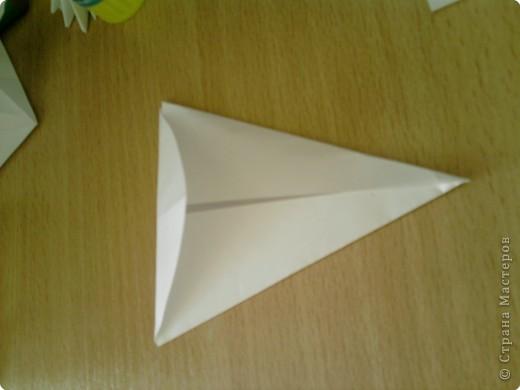 Квадрат сгибаем по полам.  фото 3