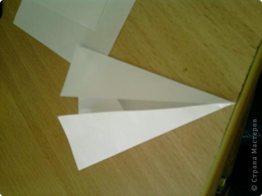 Квадрат сгибаем по полам.  фото 4