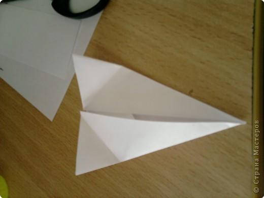 Квадрат сгибаем по полам.  фото 5