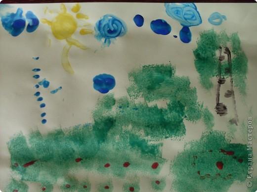 Рисовать я не умею,попытались Софийкиными ладошками изобразить зайца фото 2