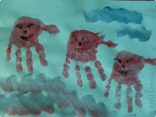 Рисовать я не умею,попытались Софийкиными ладошками изобразить зайца фото 6