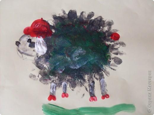 Рисовать я не умею,попытались Софийкиными ладошками изобразить зайца фото 5