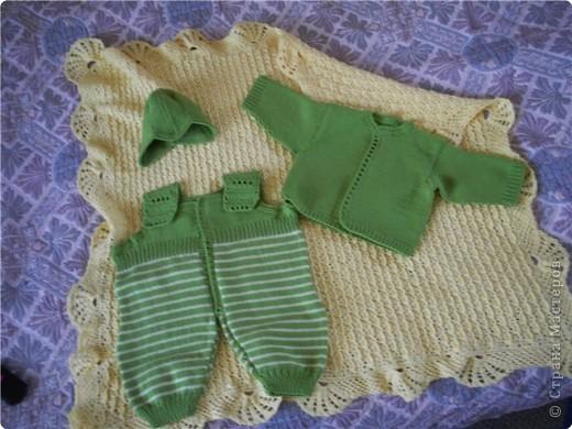Вот такой пледик и костюмчик связаны для внука, который должен родиться со дня на день!!!!!!